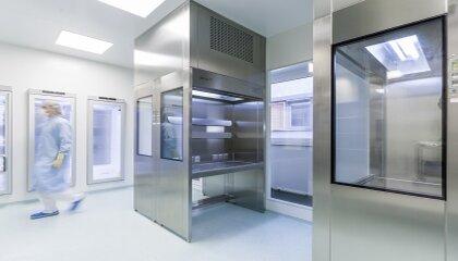 Technique pharmaceutique–Nous soutenons les activités du secteur des sciences de la vie et les activités industrielles en développant des systèmes barrières, des installations à flux laminaire, des bancs d'essai de sécurité, des isolateurs et des systèmes d'écluse.